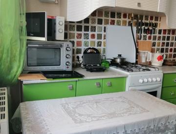 Кухня в 3-комнатной квартире в Анапе