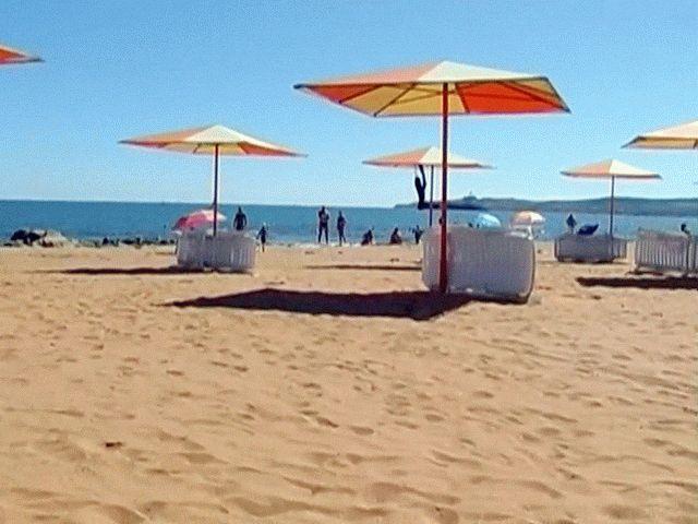 Золотой пляж в Феодосии в Крыму