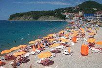 Пляж в курортном поселке Ольгинка