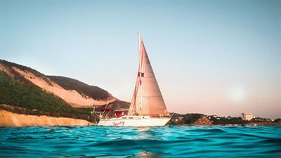 Яхта Lucky