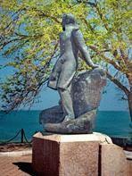 Фото памятника Лермонтову в Тамани