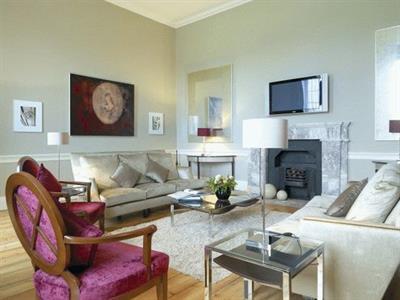 Дизайн интерьеров : дома, квартиры, коммерческие помещения