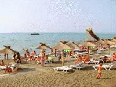 Песчаный пляж курортного Адлера