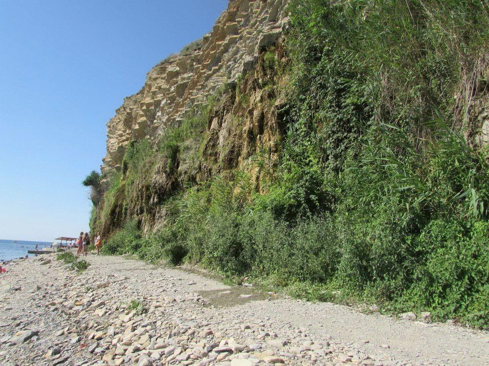 Каменистые берега курорта