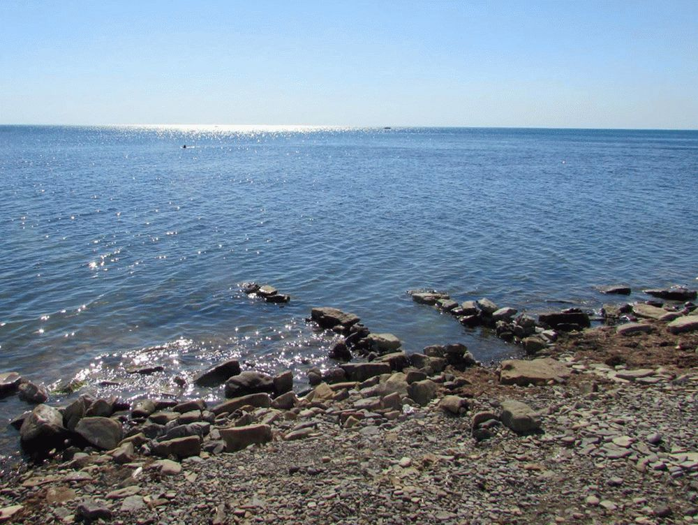 Галечный берег