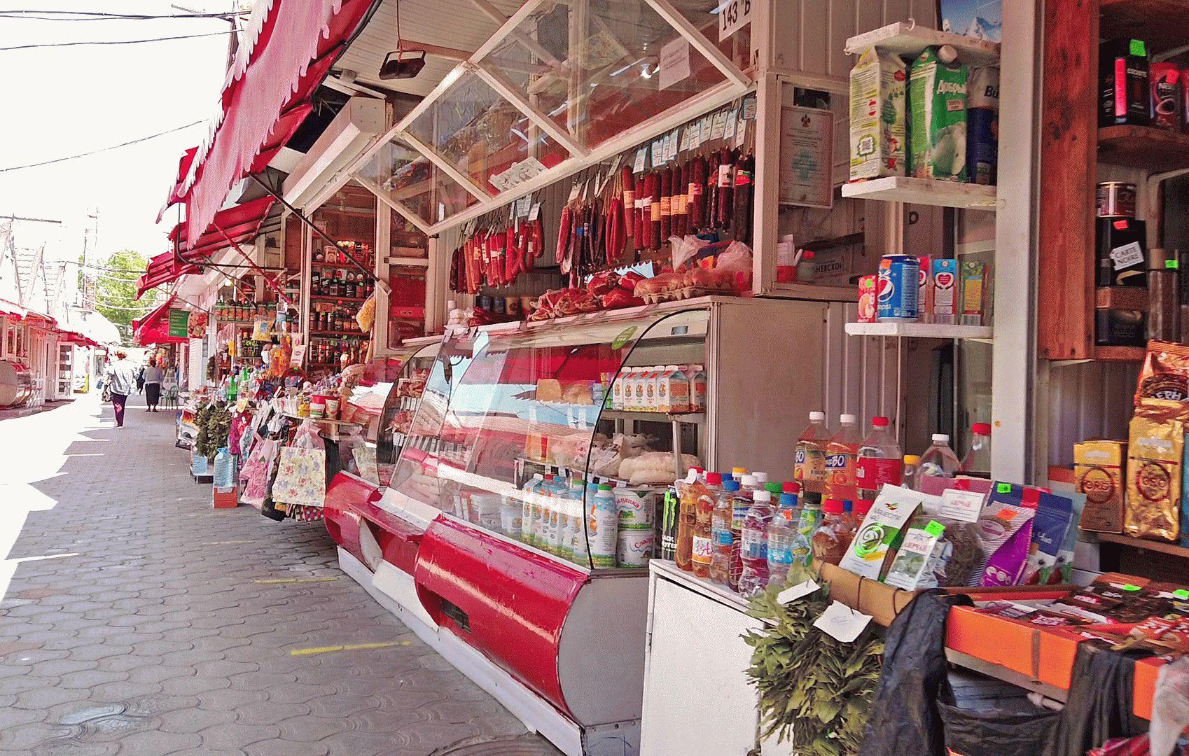 Торговые ряды на центральном рынке в Анапе