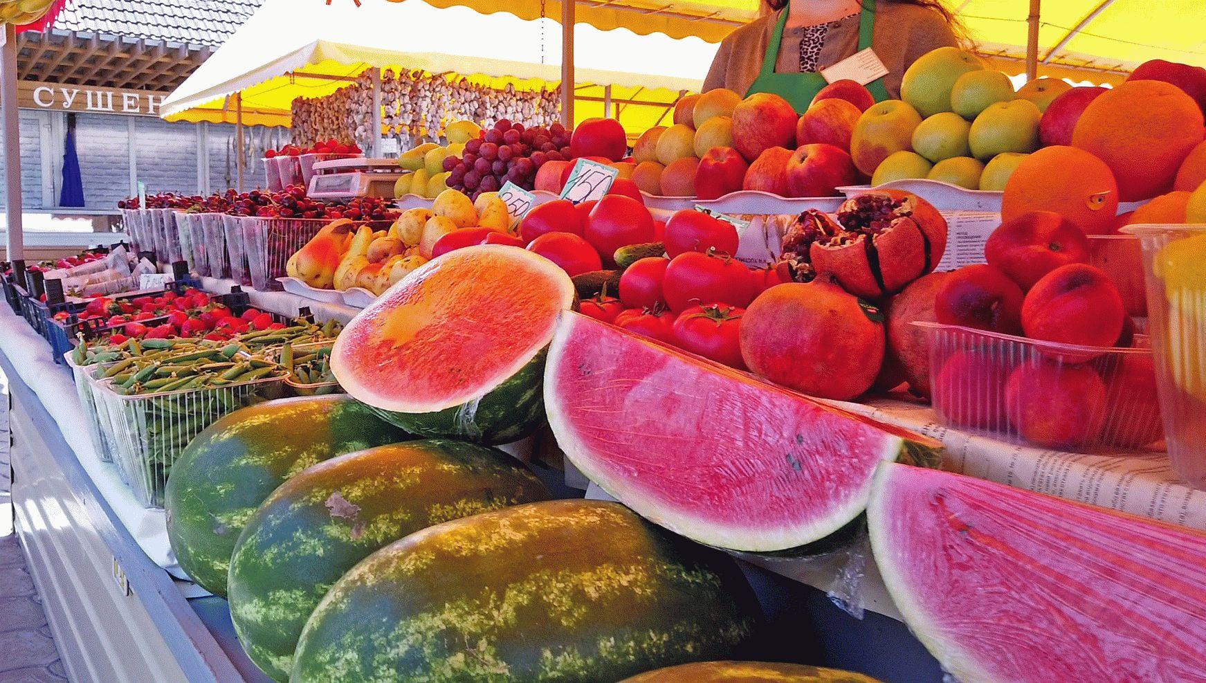 Фрукты и овощи на рынке