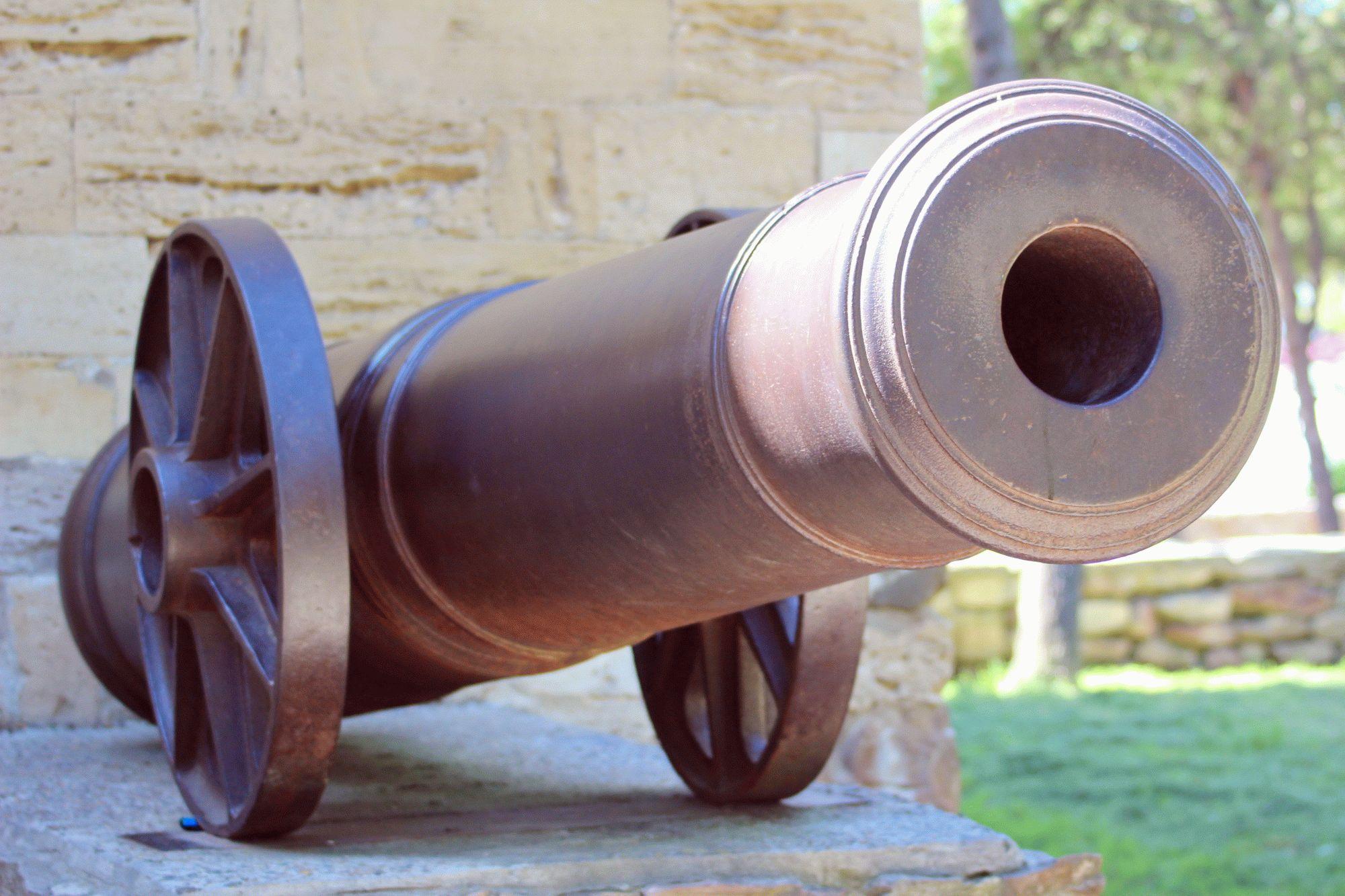 Пушка у Русских ворот в Анапе