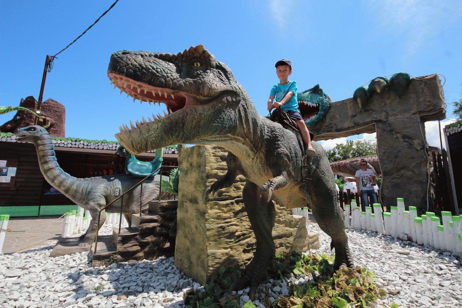 Покататься на динозавре в Анапе
