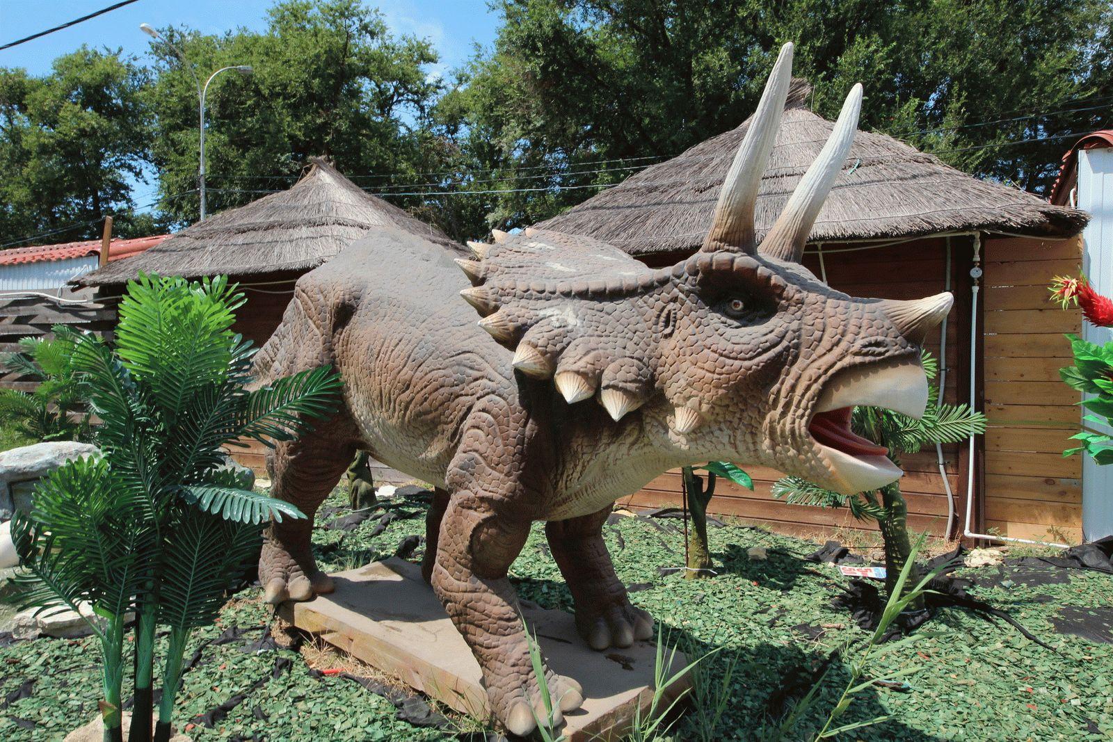 Динозавр в Анапе
