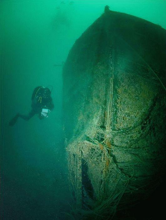 Затонувший корабль в Черном море