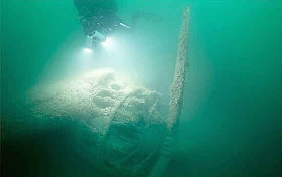 Затонувший в Черном море самолет бомбардировщик