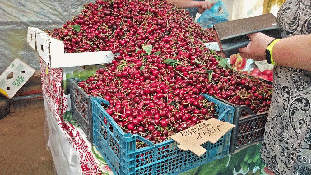 Черешня на рынке в Анапе