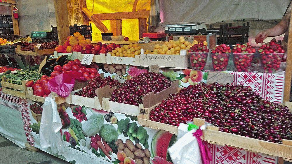 Большой выбор фруктов