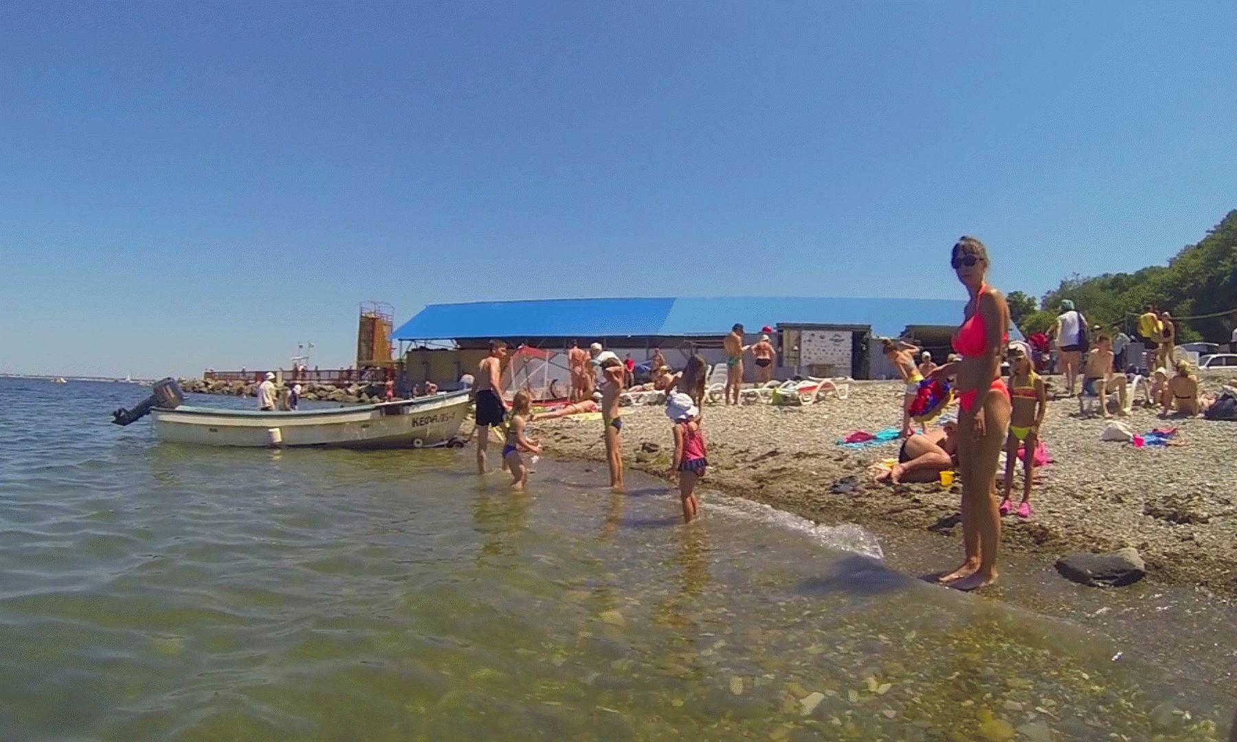 Песчаный пляж в районе Высокого берега