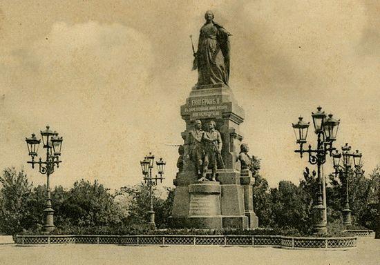 Памятник Екатерине в Симферополе