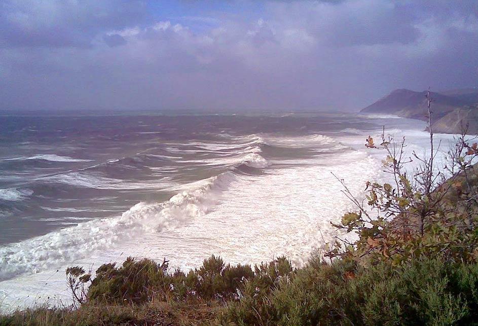 Шторм на море в Анапе
