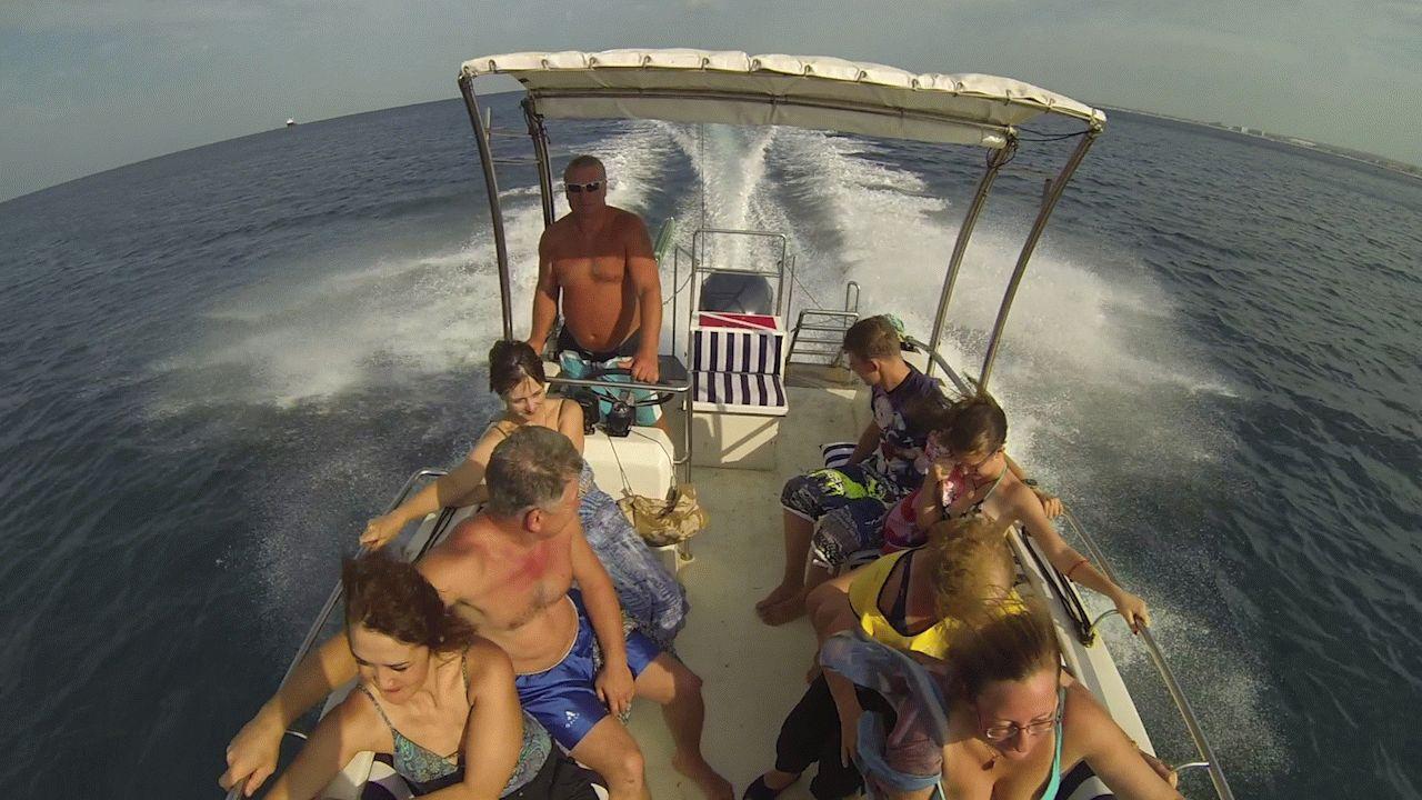 В море на катере в Анапе