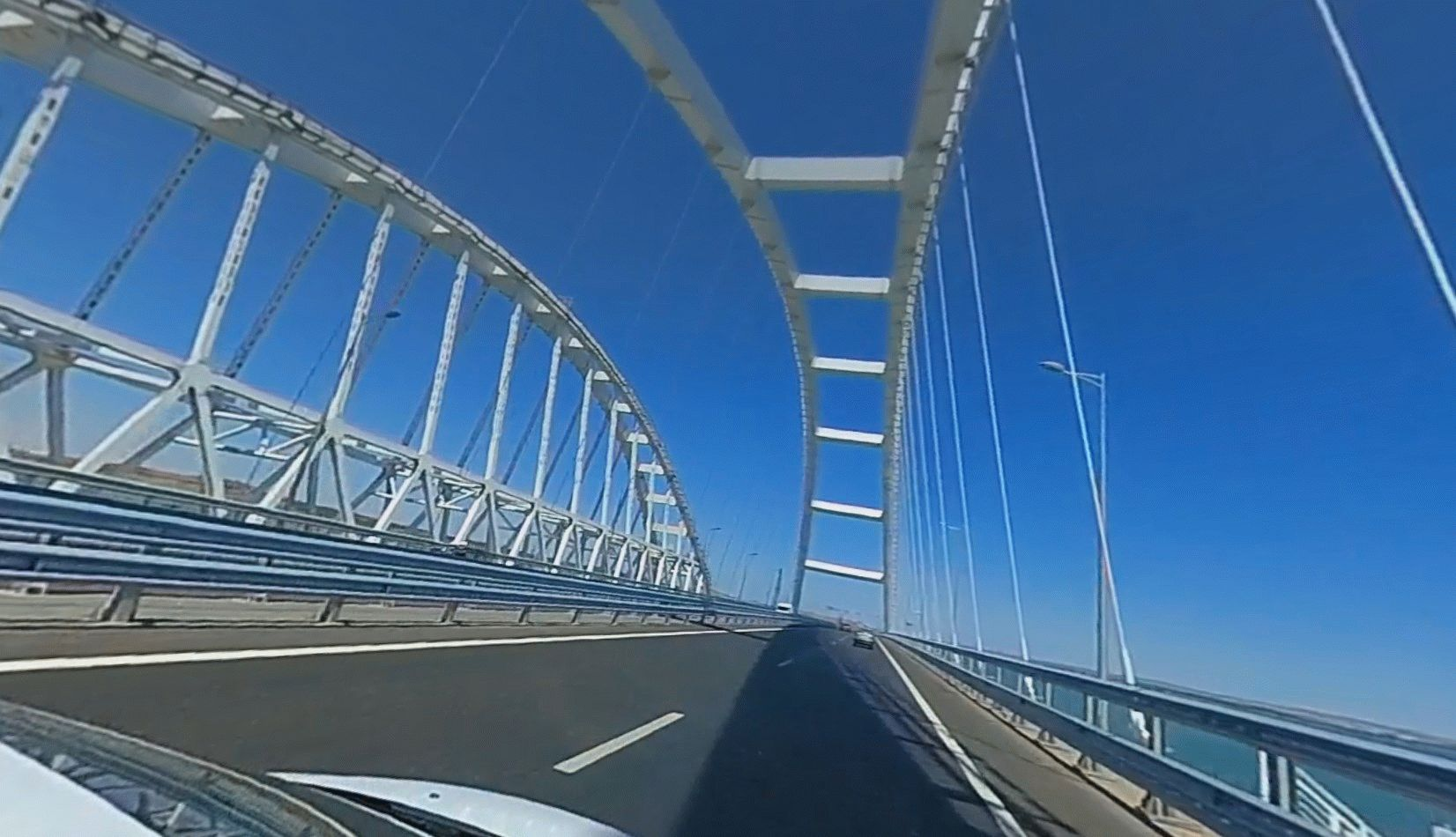 Проезд под аркой Крымского моста