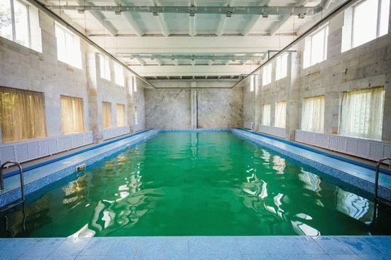 Бассейн с минеральной водой в здравнице Родник