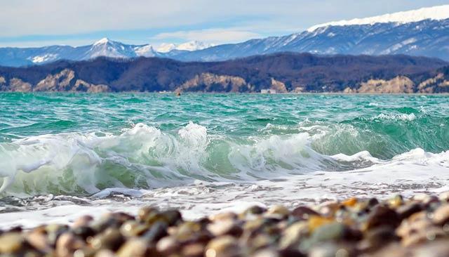 Сочи - темлое море и снежные горы