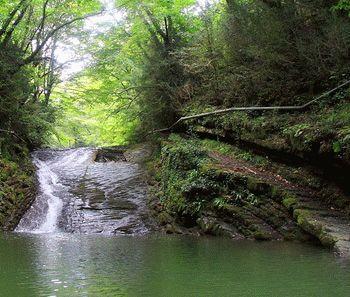 Водопад в окрестностях Лоо