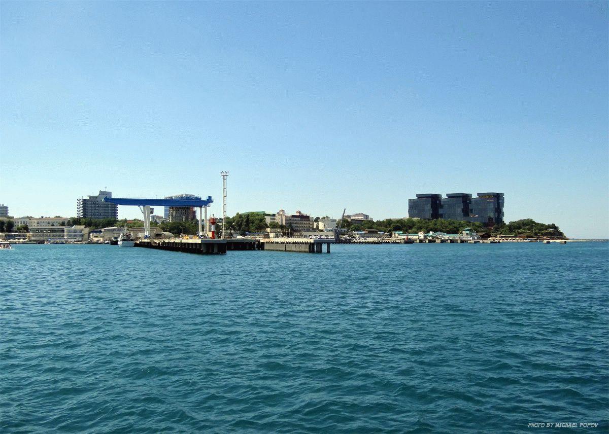 Вид с моря на порт Анапы