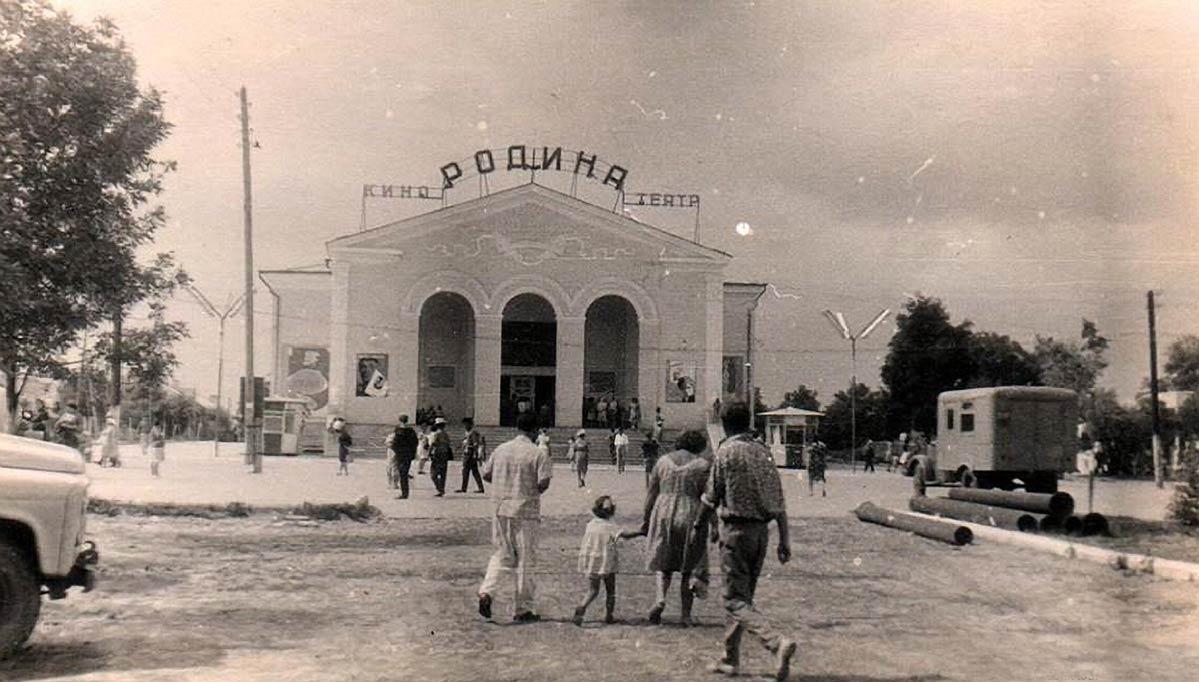 Старая фотография кино театра Родина в Анапе