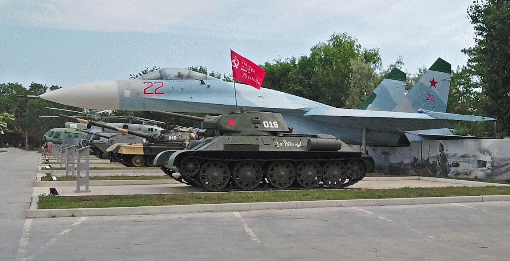 Сквер военной техники в Анапе