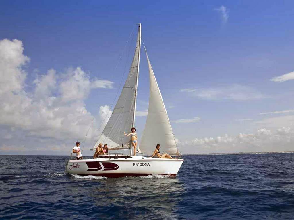 Парусная яхта «Джулия» в Анапе