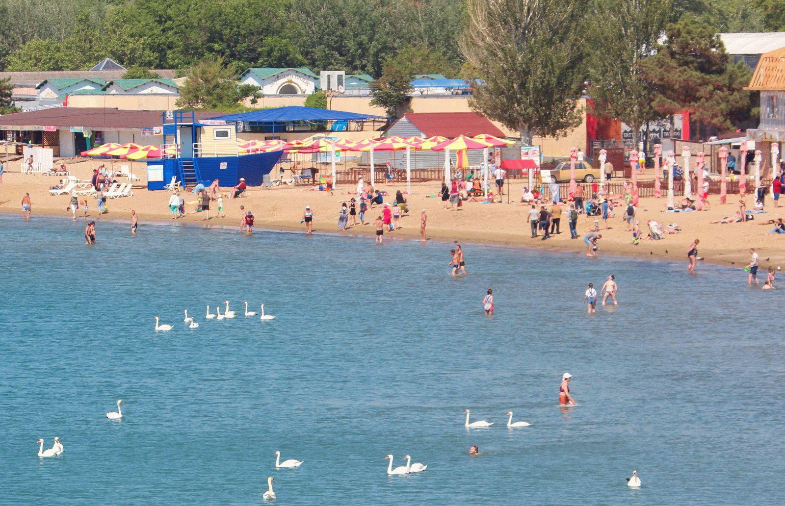 В Анапе в мае смельчаки уже купаются