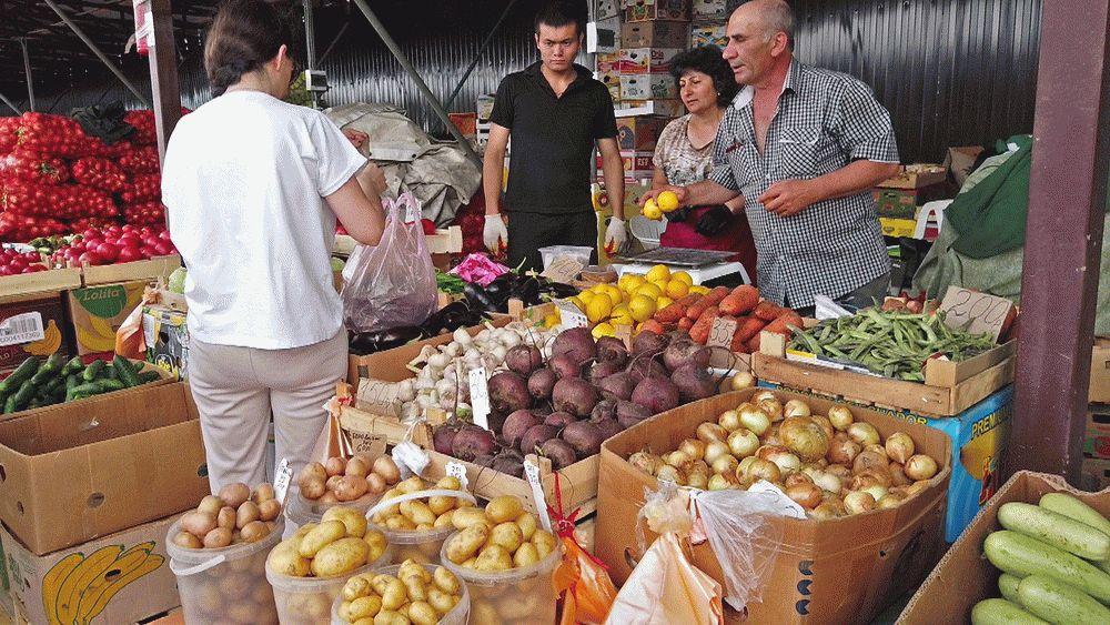 Большой выбор овощей и фруктов