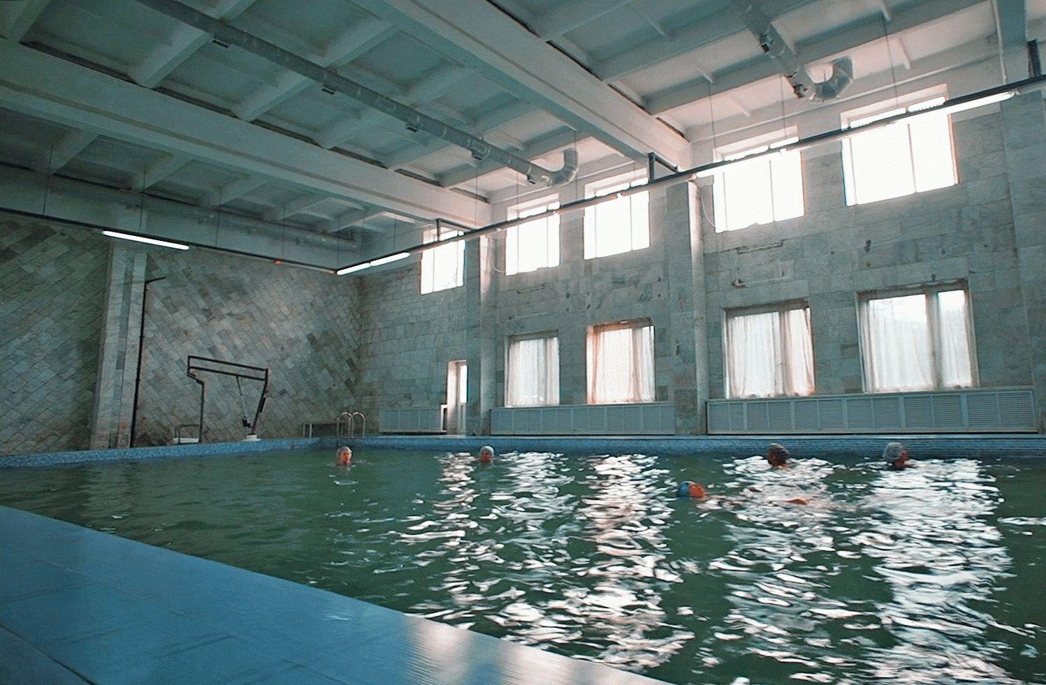 Бассейн с минеральной водой в санатории
