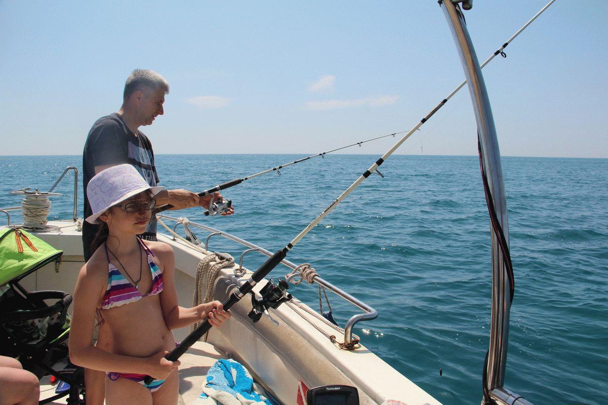 Семьей на морскую рыбалку