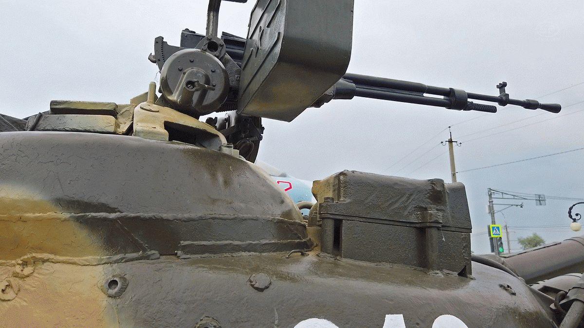 Пулемет на башнеТ-80