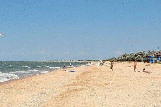 Пляж в станице Голубицкая в Краснодарском крае