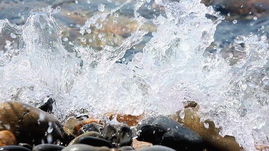 Прибой на море в Анапе