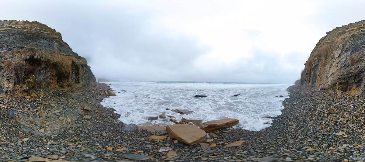 Видео с видом на штормовое море в Анапе - 360°