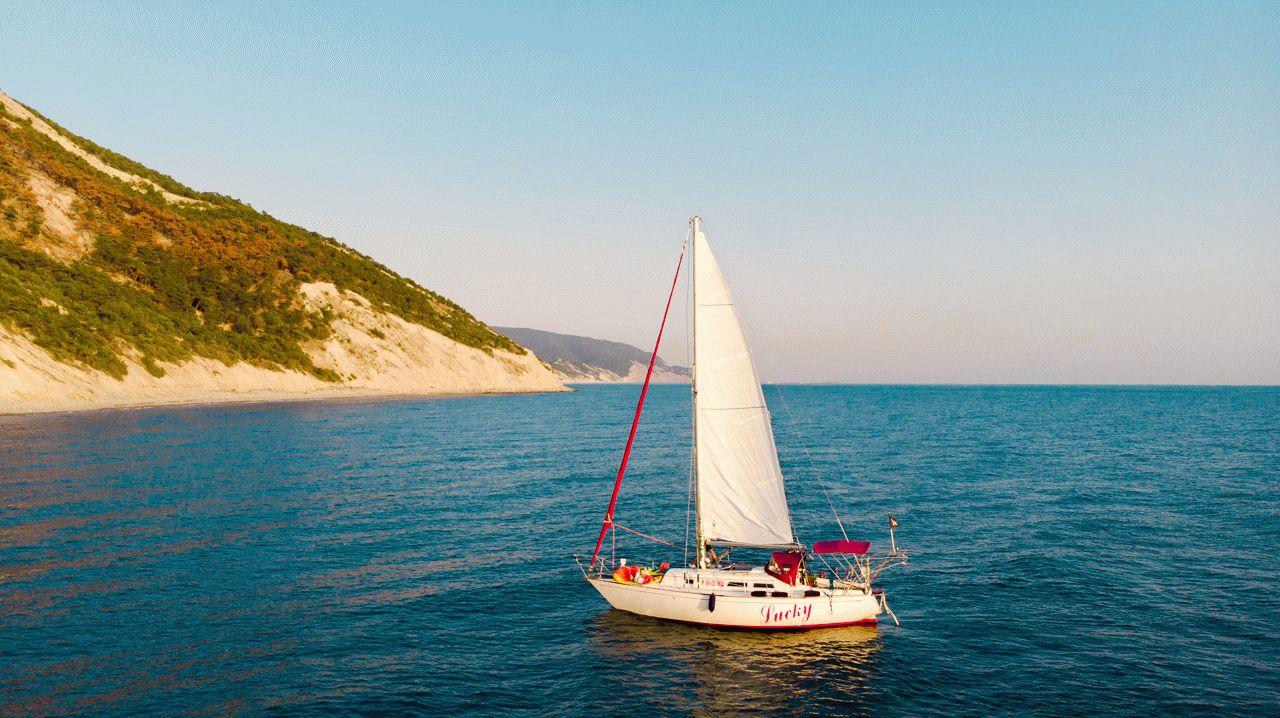 Морские прогулки на парусной яхте Lucky в Анапе