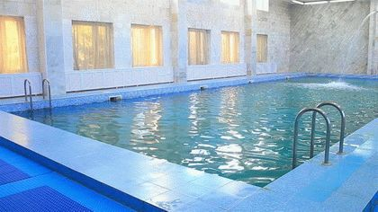 Бассейн с минеральной водой в санатории «Родник» в Анапе