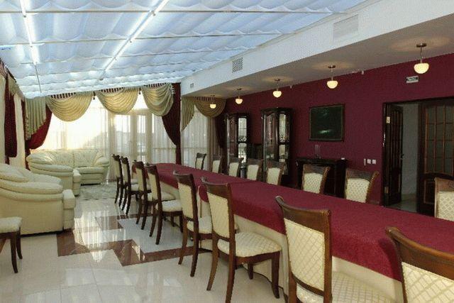 Ресторан и каминный зал пансионата Малахит