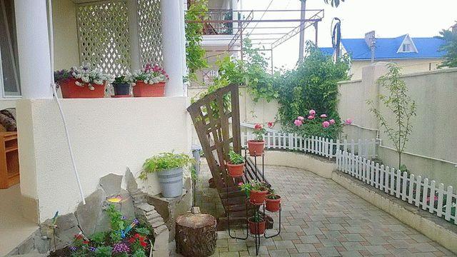 Во дворике гостевого дома