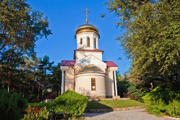 Церковь Святого Луки на территории санатория Дружба