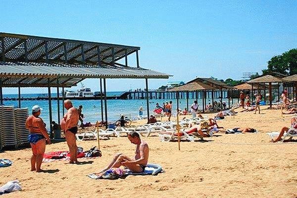 Пляж Центральной курортной поликлиники в Евпатории