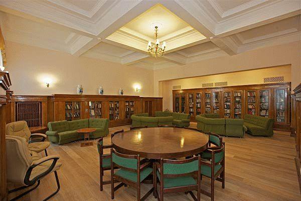 Библиотека в санатории Металлург в Сочи
