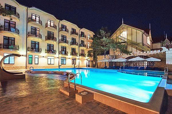 Бассейн отеля «Довиль» в Анапе — Все включено!