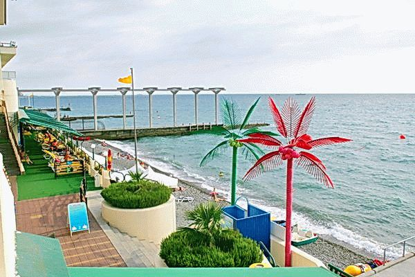 Пляж санатория Октябрьский в Сочи