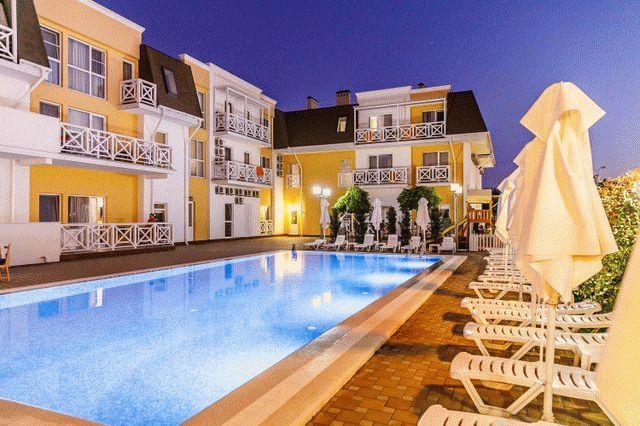 Отель с бассейном в Благовещенской