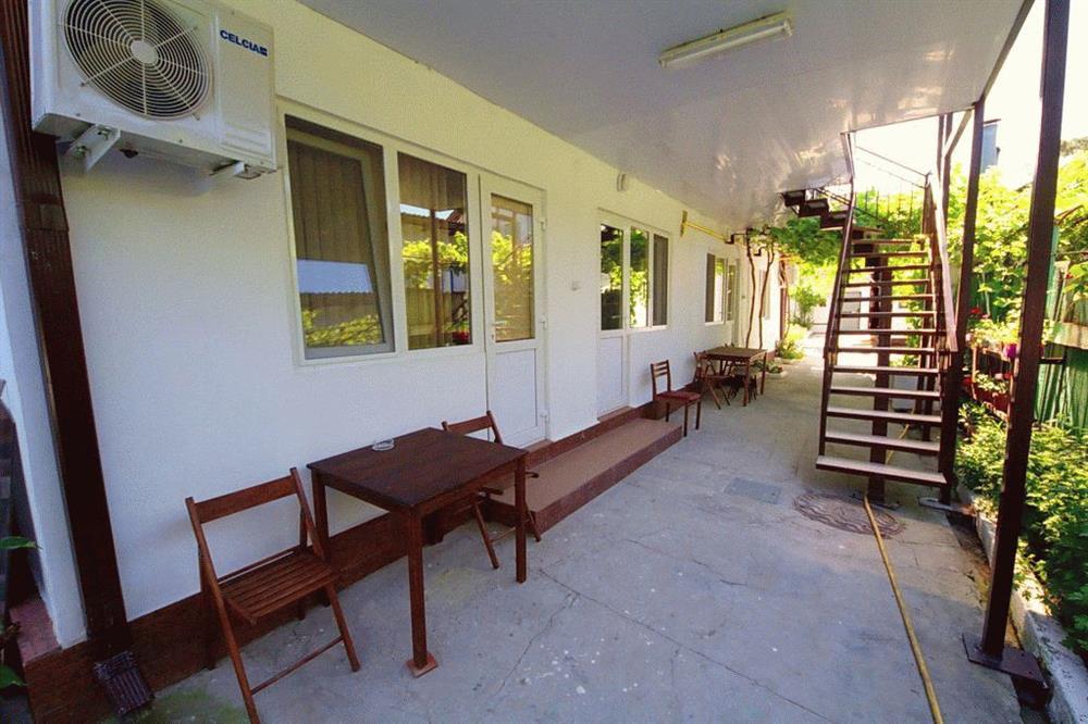 «Уютный дворик» в частном секторе в Анапе